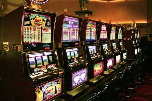 Сыграйте с фортуной в слоты на зеркале казино Икс